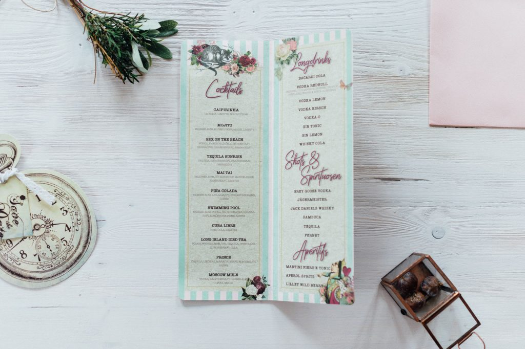 Alice im Wunderland Getränkekarten Taschenuhr Hochzeitskarten Hochzeitspapeterie Hochzeitsmotto Märchen Disney Vintage Hochzeit Menükarten