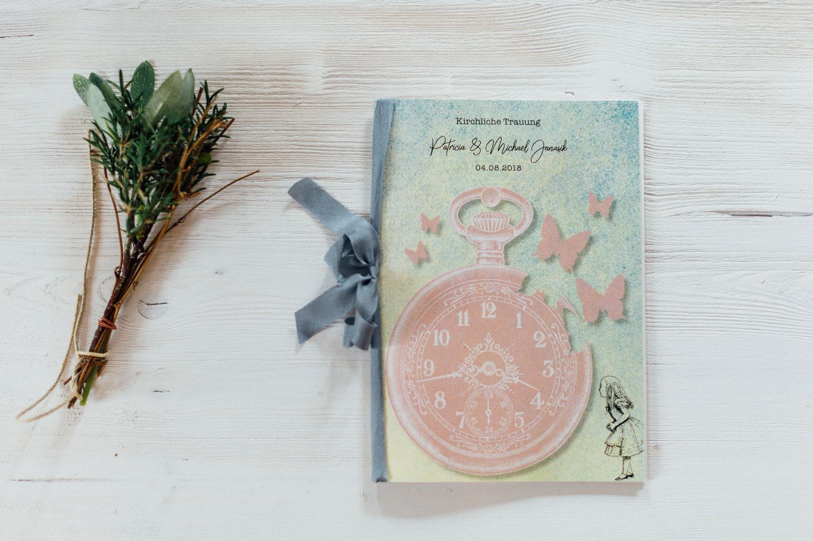 Alice im Wunderland Kirchenhefte Hochzeitskarten Hochzeitspapeterie Hochzeitsmotto Märchen Disney Vintage Hochzeit
