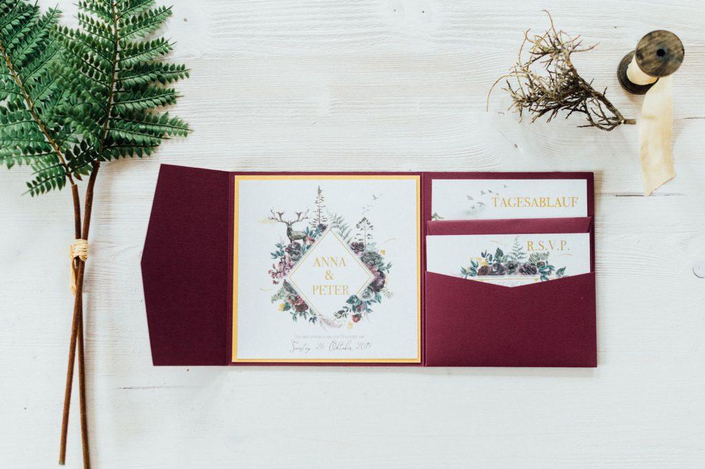 Herbst Hochzeitseinladungen Hochzeitskarten Hochzeitspapeterie Burgund Wald Hirsch Pocketfold Antwortkarten Tagesablauf