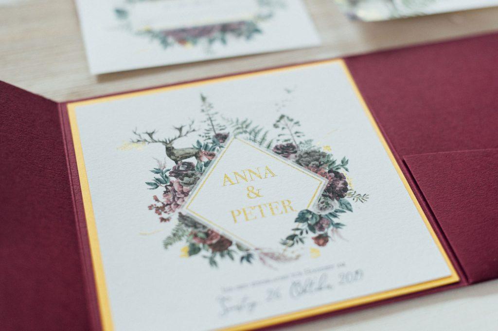 Herbst Hochzeitseinladungen Hochzeitskarten Hochzeitspapeterie Burgund Wald Hirsch Pocketfold Antwortkarten Tagesablauf Gold