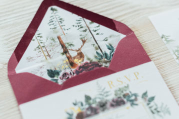 Herbst Hochzeitseinladungen Hochzeitskarten Hochzeitspapeterie Burgund Wald Hirsch Pocketfold Briefkuvert