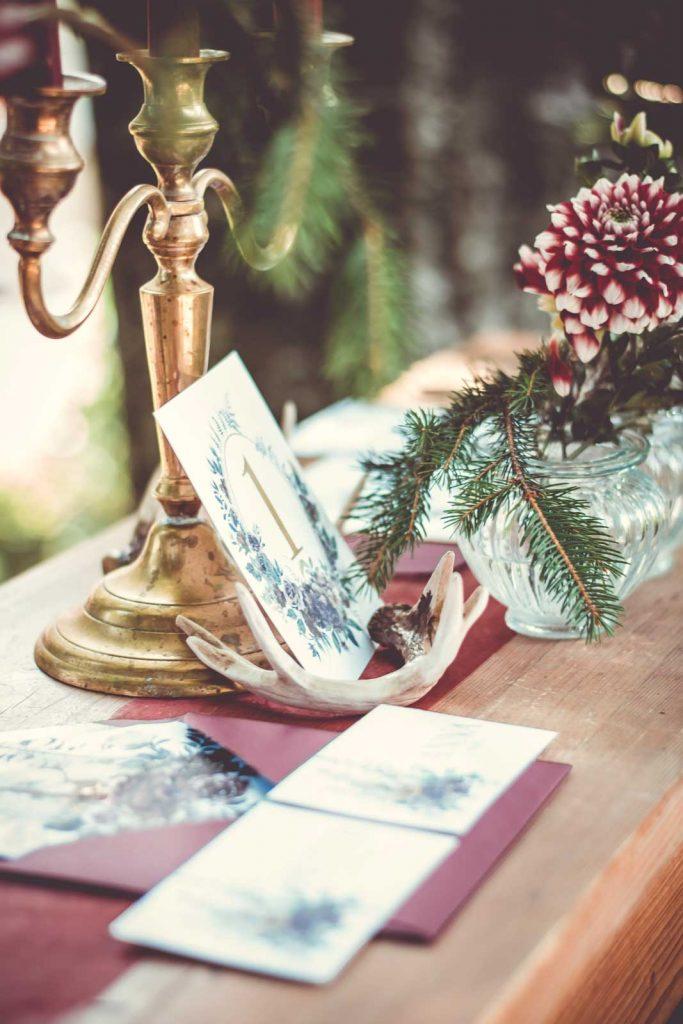 Hochzeitskarten Herbst Hochzeitseinladungen Papeterie Burgund Wald Geweih Hirsch Pocketfold Tischkarte Sitzplan Platzkarte Menükarte