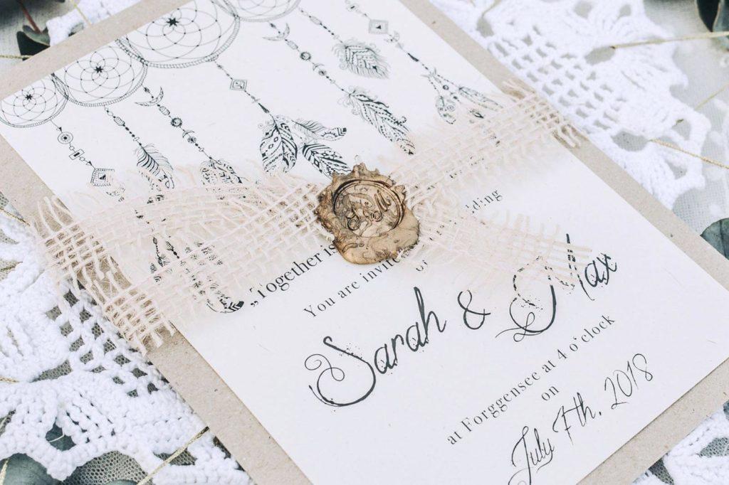 Bohemian Save the Date Karten Hochzeitskarten Hochzeitspapeterie Traumfänger Wachssiegel Hand Lettering individuell Hochzeitsmotto Boho