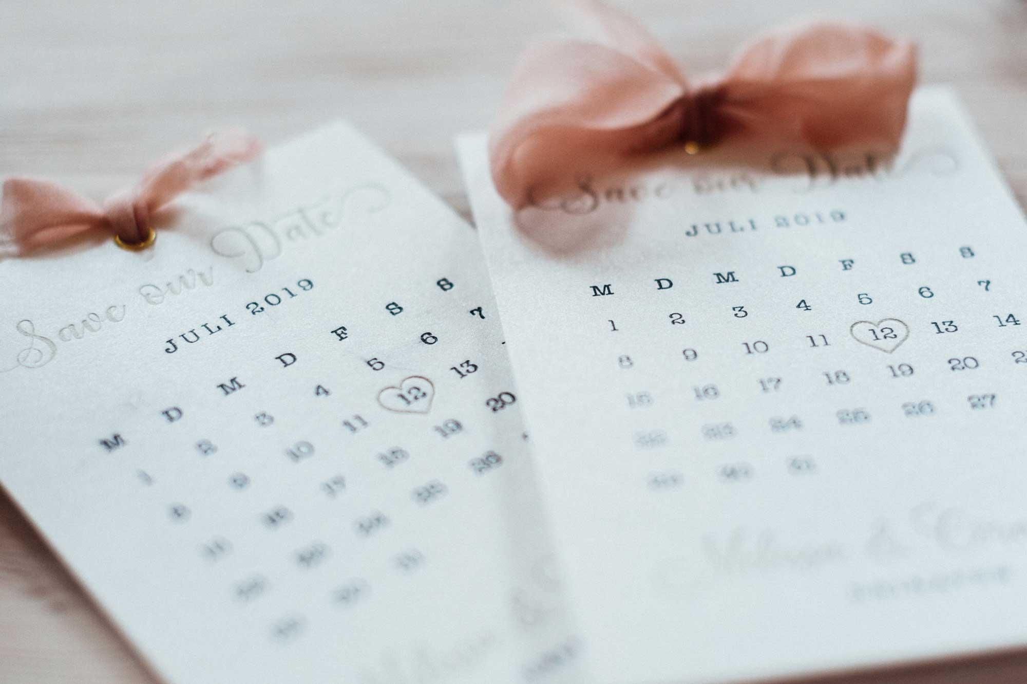 Save the Date Hochzeit Letterpress Sommerhochzeit Kalenderblatt Seidenband Gold rose juli herz