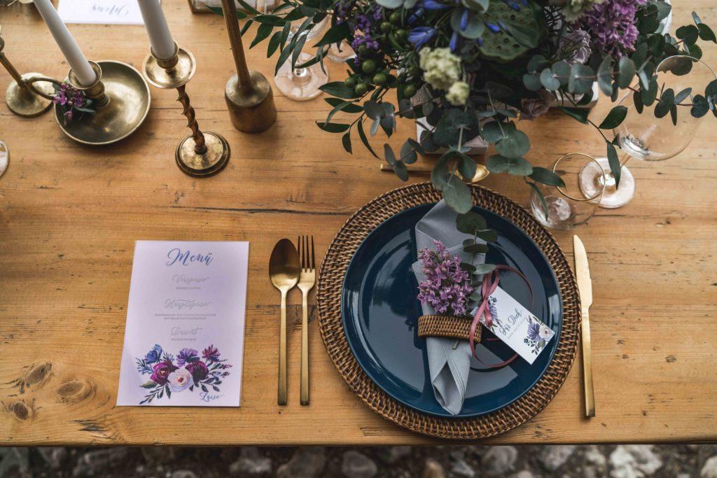 Winterhochzeit Geschenkanhänger Hochzeitskarten Menükarte Acryl Plexiglas Menükarte Tischdekoration Hochzeit Brautpaar Violett Lila Blumen Blumengesteck Floral