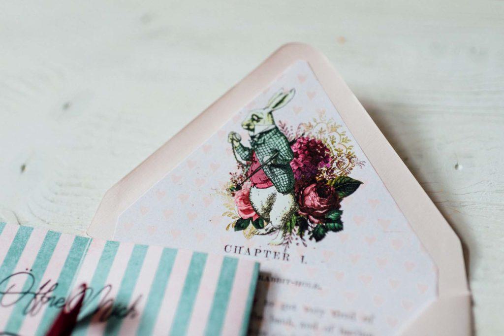 Alice im Wunderland Disney Vintage Hochzeitseinladungen Hochzeitspapeterie Hochzeitskarten Farbe Taschenuhr Kuvert Hase
