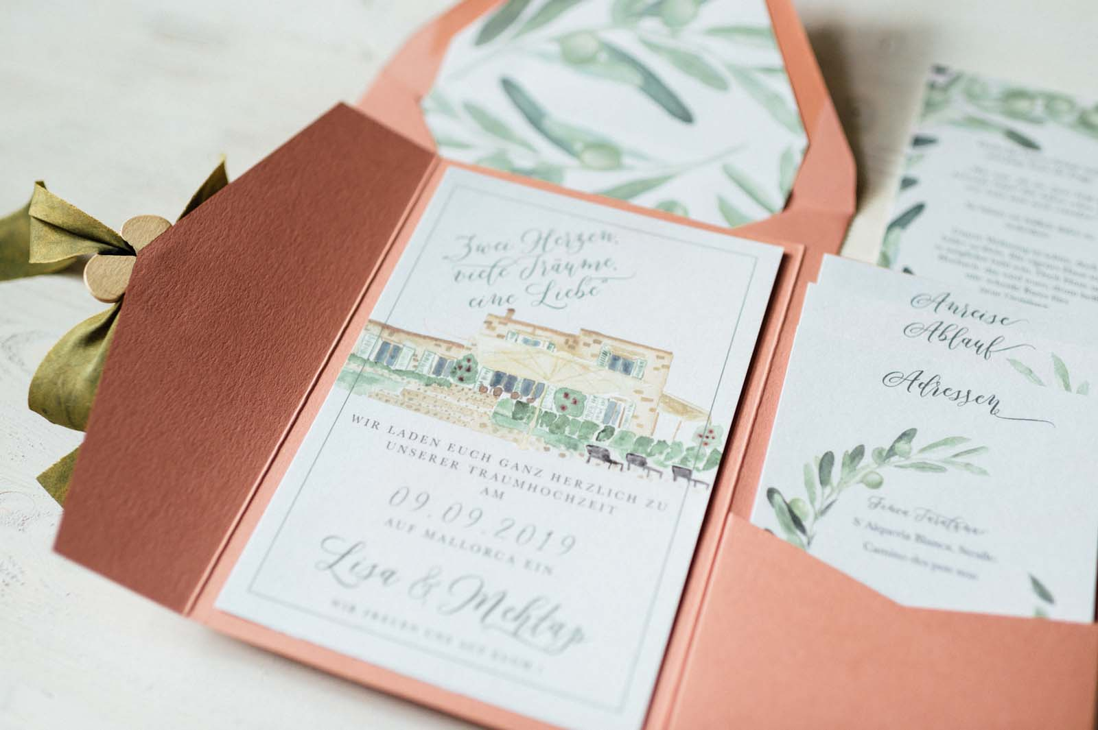 Finca Haus Aquarell Heiraten im Ausland Destination Wedding Hochzeitseinladungen Hochzeitskarten Hochzeitspapeterie Handgemalt Pocketfold