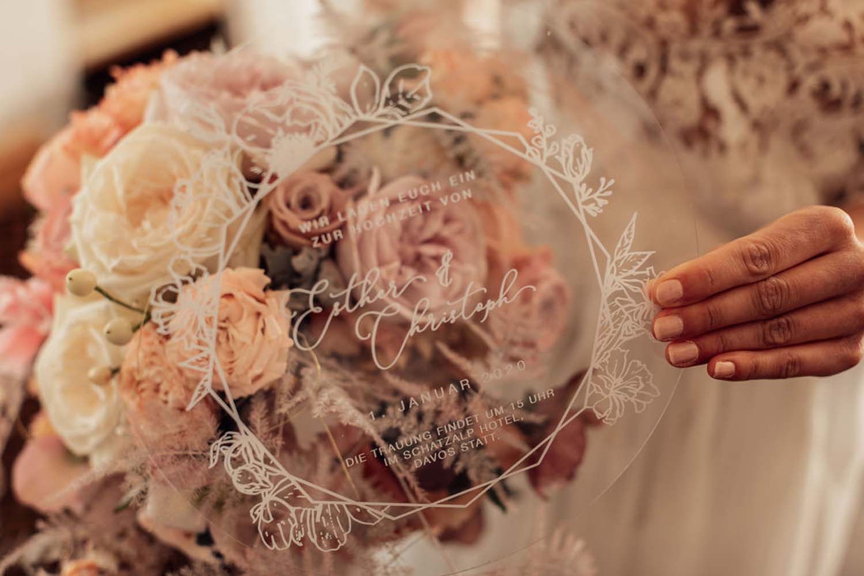 Hochzeitseinladungen Acryl Einladungskarte Hochzeit Einladung Acrylglas Plexiglas Hochzeitspapeterie Hochzeitskarte Berghochzeit Trachtenhochzeit Berg Bayrische Bayerische Schweiz Österreich Hochzeitseinladung