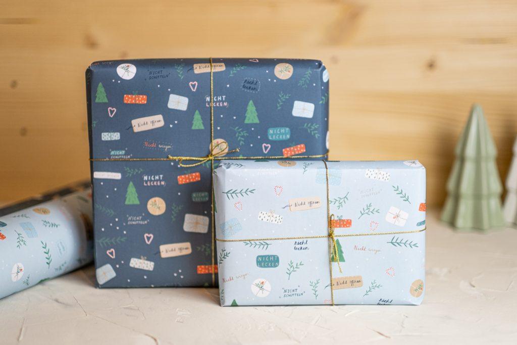 Geschenkpapier Weihnachten edel Rolle online kaufen umweltfreundliches exklusives hochwertiges weihnachtliches Geschenkpapier dick blau modern Skandinavien nachhaltiges lustig besonderes Papeterie Weihnachten Weihnachtsgeschenkpapier Weihnachts Geschenkpapier Rolle Weihnachtspapeterieq