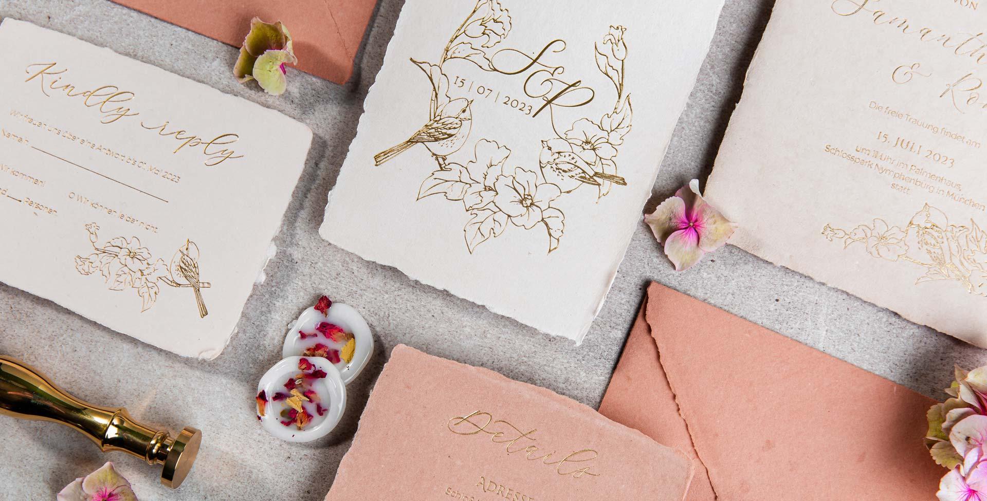 Individuelle Hochzeitspapeterie Hochzeitseinladungen Hannah Antenna Letterpress Gold Büttenpapier Gerissener Rand